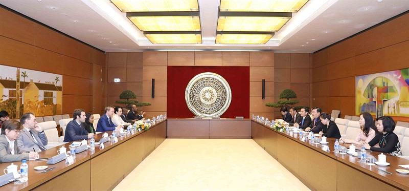 Pembicaraan antara Kelompok anggota muda MN Vietnam dengan delegasi legislator muda Uni Parlemen Franphoconie
