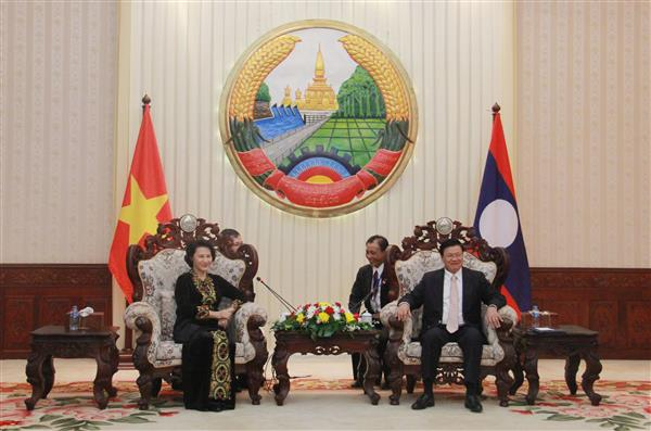 National Assembly Chairwoman meets Lao Prime Minister