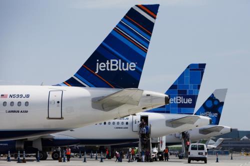美国航空公司首个直达古巴的商业航班投入运营