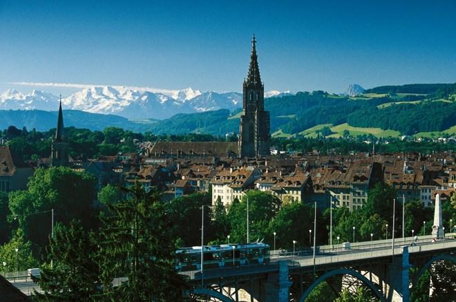 加强河内市与瑞士各地的合作