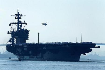 美国和日本在太平洋举行联合军演