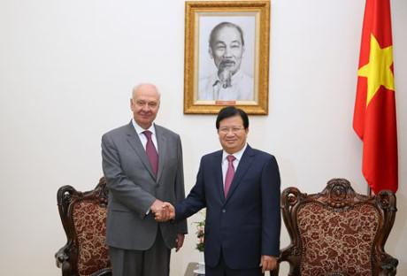 Phó Thủ tướng Chính phủ Trịnh Đình Dũng tiếp Đại sứ Liên bang Nga tại Việt Nam Konstantin Vnukov