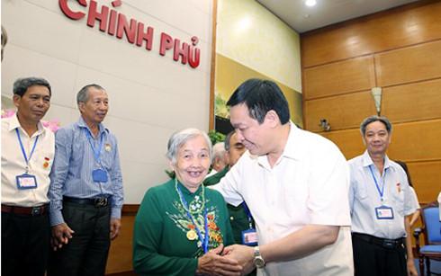 Phó Thủ tướng Vương Đình Huệ tiếp đoàn đại biểu người có công tỉnh Kiên Giang