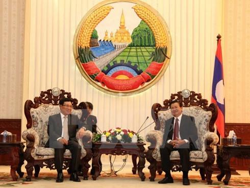 Deputy PM Pham Binh Minh meets Lao leaders