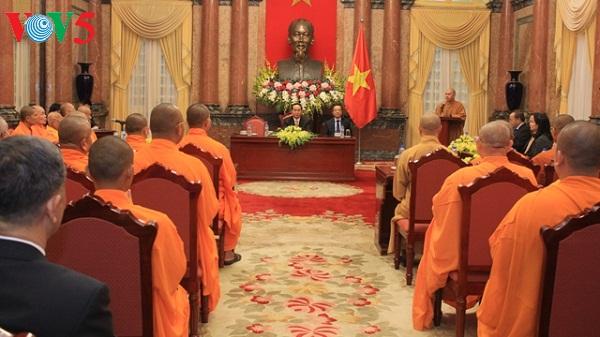 Staatspräsident Tran Dai Quang empfängt Vietnamesen aus Thailand