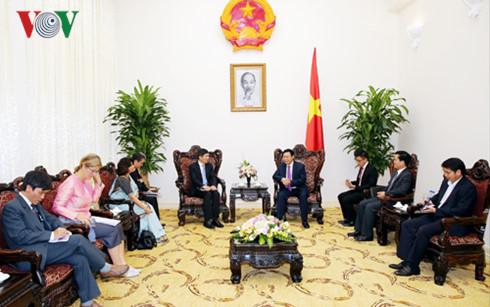 越南政府副总理王庭惠会见联合国助理秘书长徐浩良