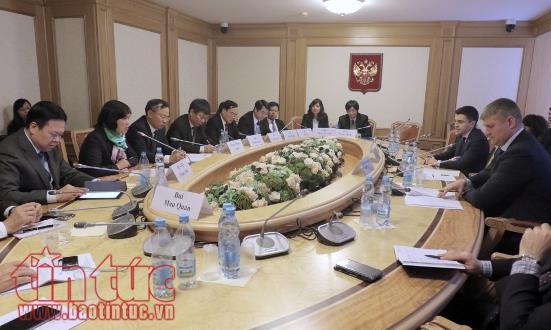 В РФ с рабочим визитом находилась делегация Комитета НСВ по внешним делам