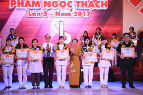 Activités célébrant la Journée des Médecins vietnamiens