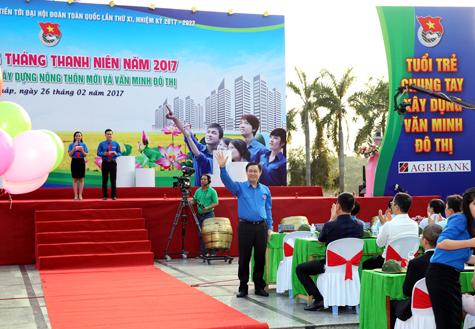 Vuong Dinh Hue à la cérémonie du lancement du Mois des Jeunes