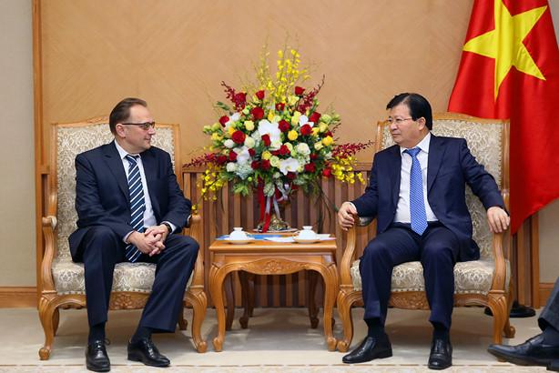 Trinh Dinh Dung reçoit les ambassadeurs biélorusse, indien et néerlandais