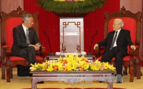 Lee Hsien Loong reçu par les dirigeants vietnamiens
