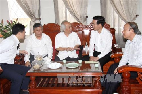 越南党和政府领导人探望一些地方并致以新春祝福