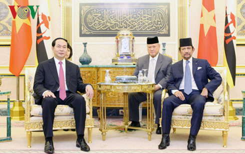 Staatspräsident Tran Dai Quang führt Gespräch mit dem König Bruneis