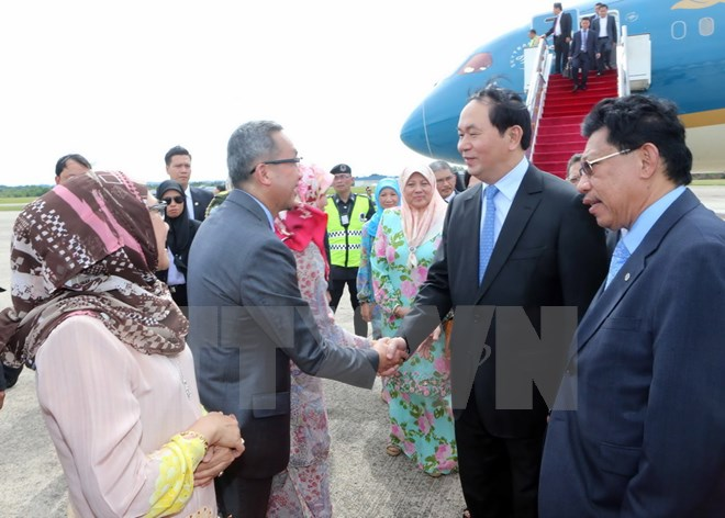 Staatspräsident Tran Dai Quang besucht die vietnamesische Botschaft in Brunei