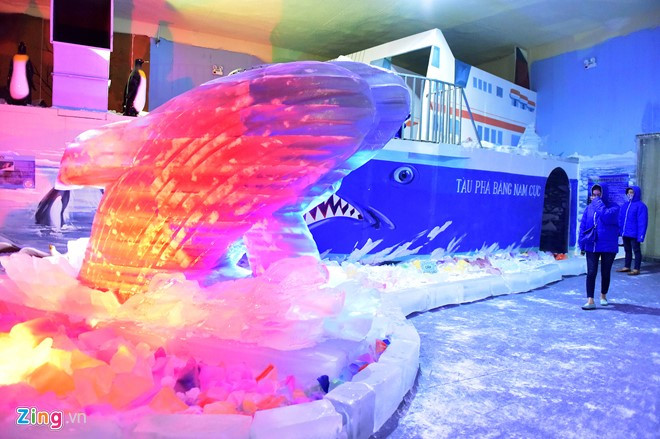 Kids escape heat at Saigon Polar Expo