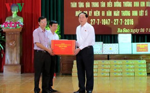President Tran Dai Quang visits war veterans in Ha Nam province