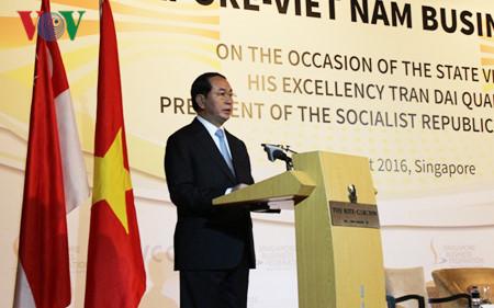 President Tran Dai Quang attends Vietnam-Singapore Business Forum