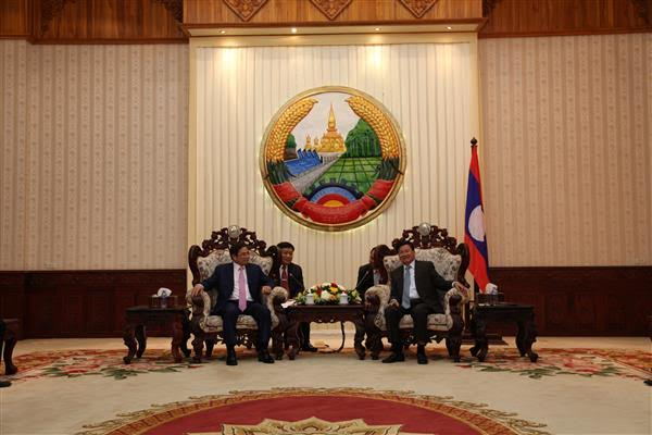 A high-ranking Party delegation visits Laos
