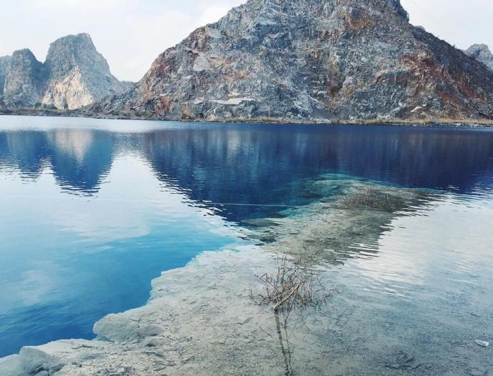 秀丽的风景与如同蓬莱仙境的七彩水色,堪比中国武侠电影中的世外桃源.