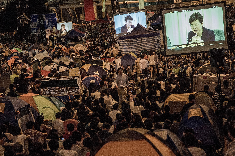 Hong Kong government and student representatives end first talks