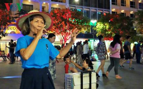 ヘトナムのストリートハフォーマンス hinh 3