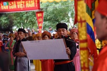 伝統的祭りを通して、文化価値を守る hinh 0