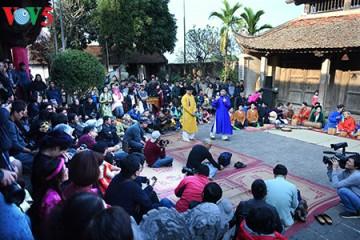 伝統的祭りを通して、文化価値を守る hinh 2