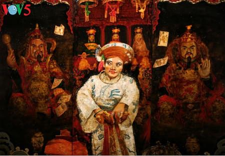 漆絵て「ヘトナム人の三府の聖母崇拝」を紹介 hinh 13