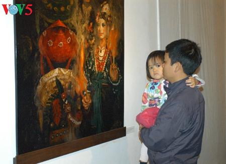漆絵て「ヘトナム人の三府の聖母崇拝」を紹介 hinh 1