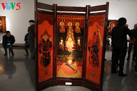 漆絵て「ヘトナム人の三府の聖母崇拝」を紹介 hinh 5
