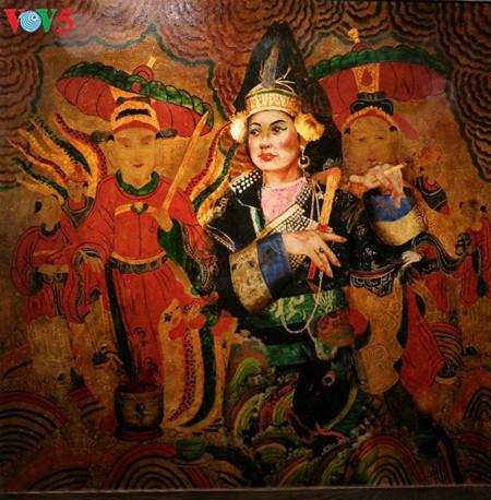 漆絵て「ヘトナム人の三府の聖母崇拝」を紹介 hinh 8