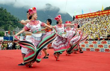 ヘトナム各民族文化の日を祝う諸活動 hinh 0