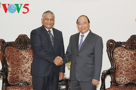 pm nguyen xuan phuc menerima sekretaris negara india, vijay kumar singh hinh 0