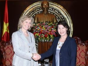 NA Deputy Chairwoman Nguyen Thi Kim Ngan receives former US trade official