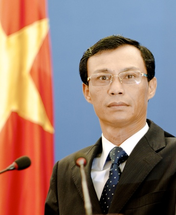 VN asks China to respect its sovereignty over Hoang Sa, Truong Sa Archipelagos (VOVworld) – A spokesperson for Vietnam's Foreign Ministry has called on China to respect Vietnam's sovereignty over Hoang Sa, Paracel, and Truong Sa, Spratly, Archipelagos. Luong Thanh Nghi was responding to media inquiries over recent instances of China seriously violating Vietnamese sovereignty in the Paracel and Spratly Archipelagos. They include the construction of the so-called Sansha City, and hoisting a flag to mark China's National Day on an island in Paracel Archipelago. The Chinese Navy have also undergone naval exercises in the territorial waters around the Paracel Islands, and set up a Meteorological Station in Sansha. Spokesperson Nghi says 'China has seriously violated Vietnamese sovereignty over the Hoang Sa and Truong Sa Archipelagos as well as international law, and the agreements on how to deal with maritime issues signed by both countries last October. Their actions have gone counter to the spirit of the Declaration of the Code of Conduct in the East Sea which was signed this year between ASEAN and China. As a result, they have made the East Sea issue much more complicated. China's activities are also completely worthless. Vietnam asks China to respect its sovereignty, and not to conduct similar activities in the future. We would prefer that China makes practical contributions to developing our bilateral friendship and cooperative relationship as well as maintaining peace and stability in the East Sea region.'