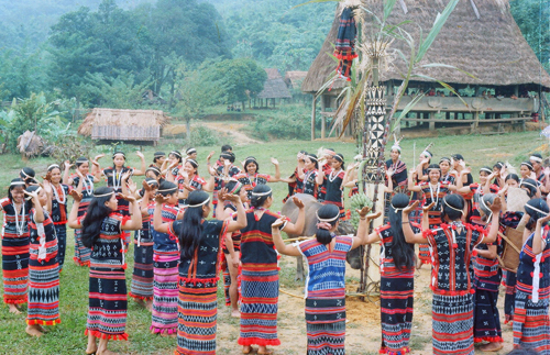 'Tung tung da da' – Co Tu's dance of offering to the heaven Colorful Vietnam-Vietnam's 54 ethnic groups