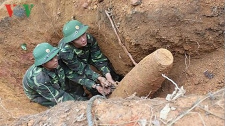 Voluntary activities to support victims of bombs and mines in Quang Tri Society