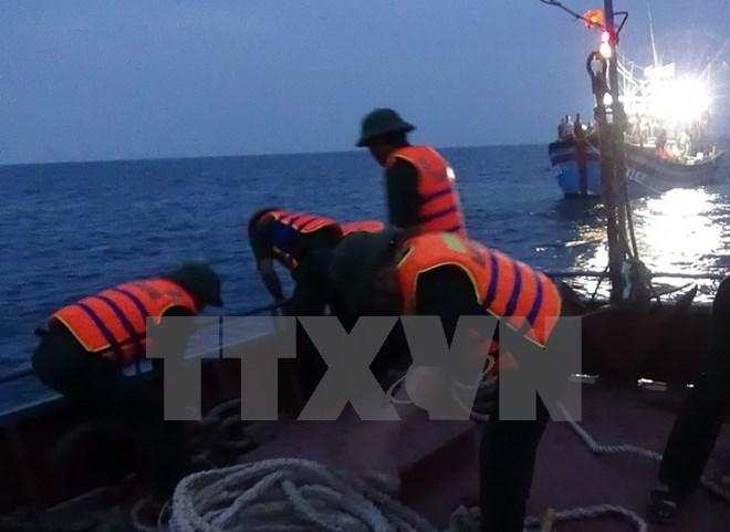 Truong Sa islanders good at rescue Society
