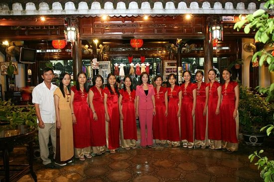 Hoi An tailors help promote Vietnam to the world Society