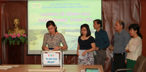 vov5 gives a helping hand to flood-hit central region hinh 1