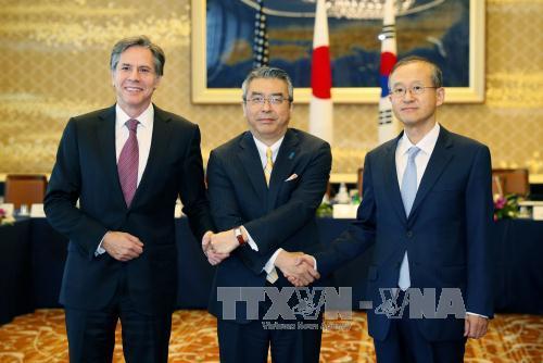 South Korea, US, Japan discuss tougher sanctions on North Korea