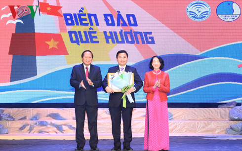 "winners announced for writing contest ""young ovs defend vietnam's maritime sovereignty"" hinh 0"