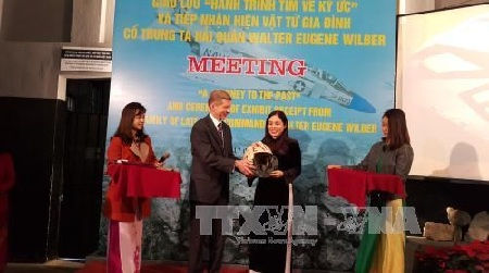vietnam hands over pow/mia artifact to us hinh 0