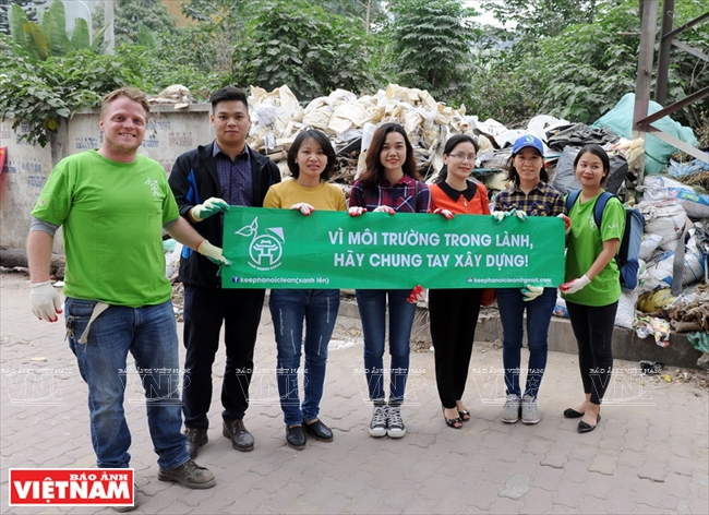 "james joseph kendall and the ""keep hanoi clean"" mission hinh 1"