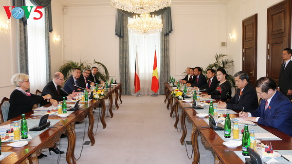 Top legislator Nguyen Thi Kim Ngan meets Czech Republic leaders