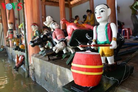 ハノイ郊外にあるタオトゥック村の水上人形劇 hinh 2