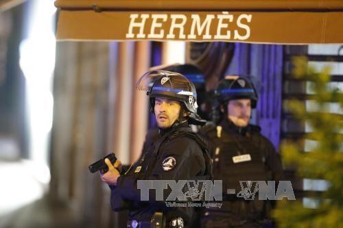 ハリ銃撃、警官3人か死傷…「イスラム国」声明 hinh 0