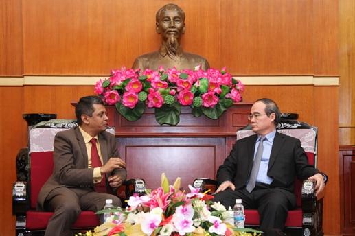 越南祖国阵线中央委员会主席阮善仁会见印度客人 hinh 0