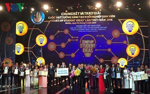 越南大学生创新创业构想比赛全国总决赛暨颁奖仪式在河内举行 hinh 0