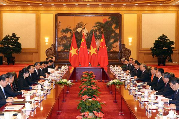 Prime Minister Nguyen Xuan Phuc urges for promoting Vietnam-China relations